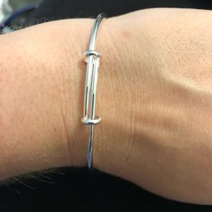 Jewelry - 🆕 Sterling Silver knotted Bangle